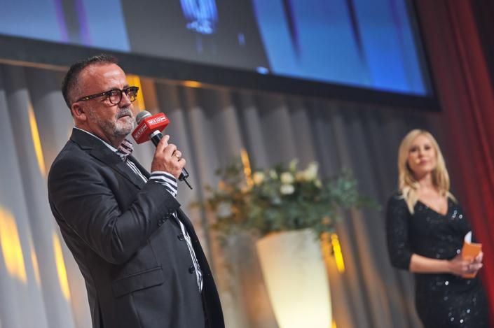 CAESAR2020 Obmann Christoph Schumacher und Moderatorin Nina Kraft